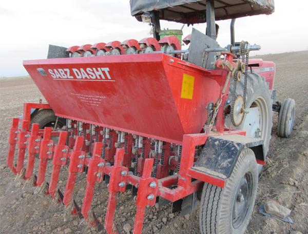 Mechanization Of Garlic Planting With Garlic Planter Sg8 In Hamedan